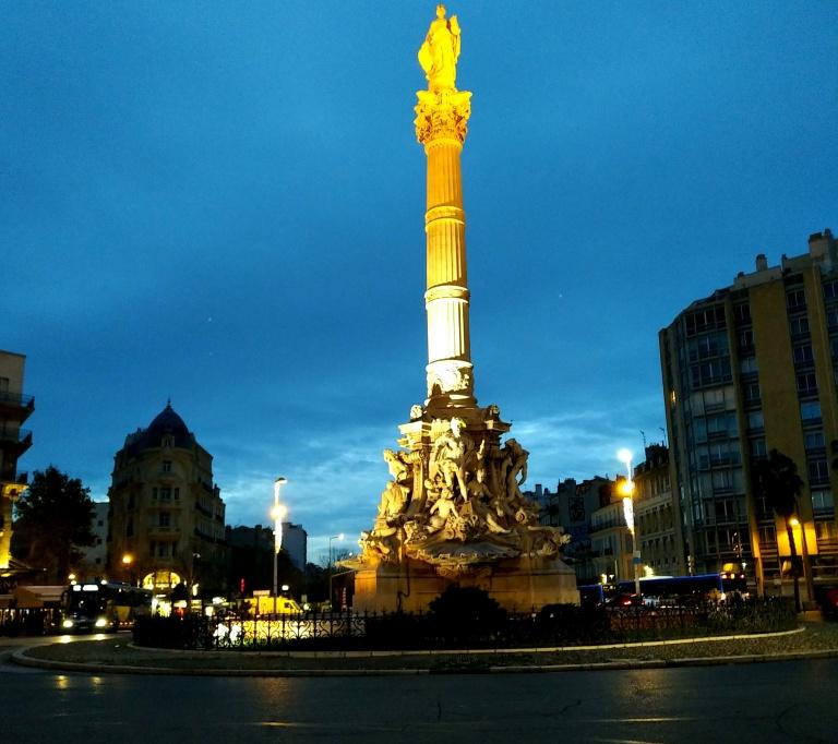 La Place Castellane, à l'aube, point de départ de l'avenue du Prado.